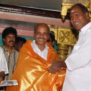 தமிழமல்லன்01 முதல்வர் அரங்கசாமி- அருவினையாளர் விருது வழங்கல்