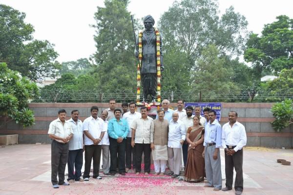Bharathi_statue+tarunvijay