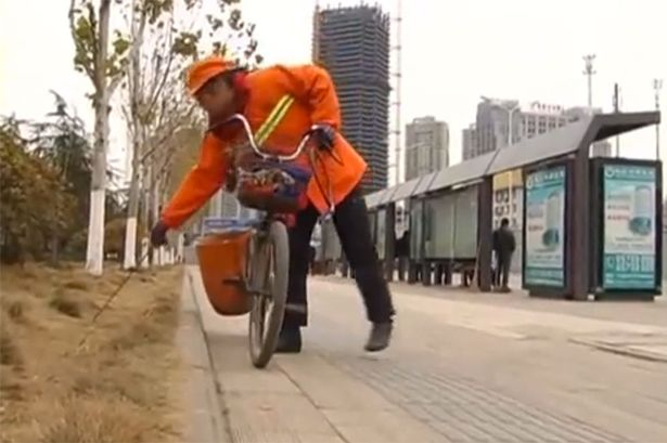 48Chinese-millionaire-works-as-a-street-cleaner02
