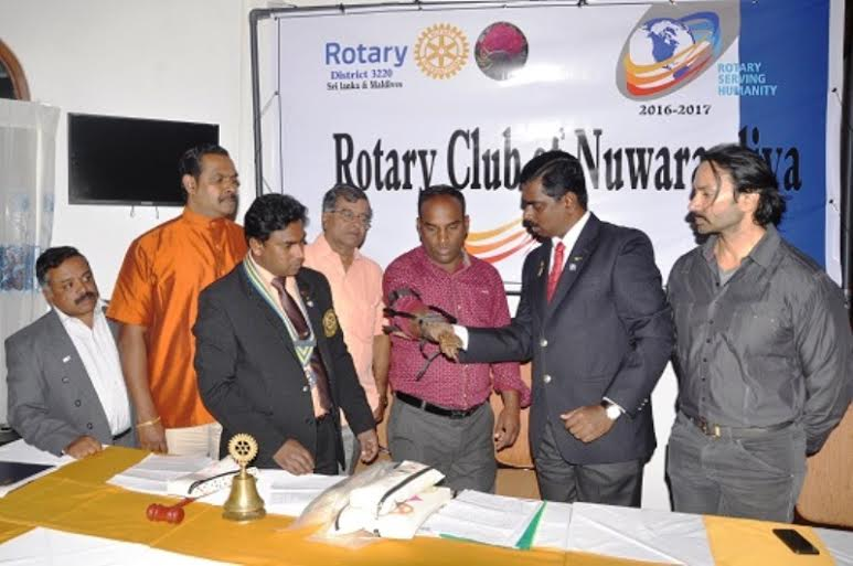 நுவரெலியா -  சுழற்கழகம் - செயற்கைக்ககைள் அளிப்பு02 : rotary02
