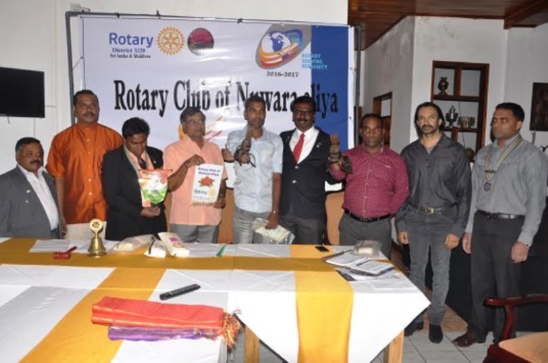 நுவரெலியா -  சுழற்கழகம் - செயற்கைக்ககைள் அளிப்பு03 : rotary03