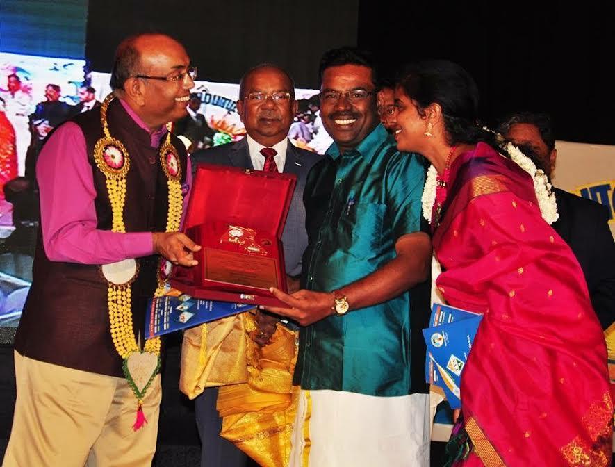 கவிஞர் மு.முருகேசு, விருது 'murugesh_award